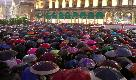 Migliaia di Sardine sotto la pioggia invadono piazza del Duomo: