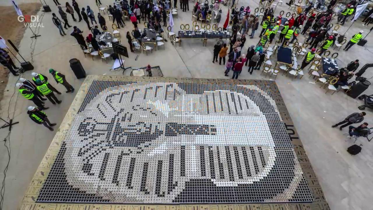 Mosaico Come Si Realizza egitto, 7mila tazze di caffè per realizzare il mosaico più grande del mondo