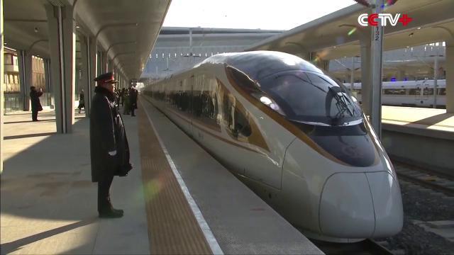 """Cina, il treno """"proiettile"""" che viaggia a 350 km/h senza conducente: è il primo al mondo"""