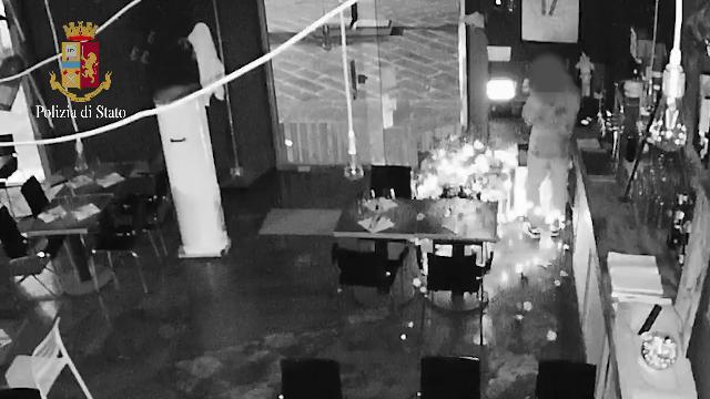 La Spezia, furti nei negozi: il video che incastra i giovanissimi ladri