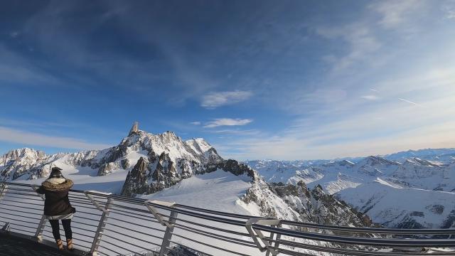 Valle d'Aosta, una terrazza in cima al mondo: la meraviglia del Monte Bianco visto dalla SkyWay