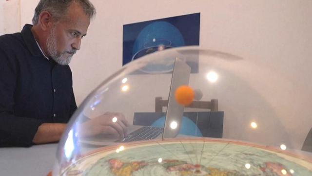 """""""La Terra è piatta, e vi spiego perché"""": 11 milioni di brasiliani credono alle 'verità' di questo ricercatore"""