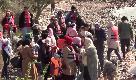 Turchia 'spinge' profughi siriani verso la Ue: il drammatico imbarco di famiglie con bambini verso la Grecia