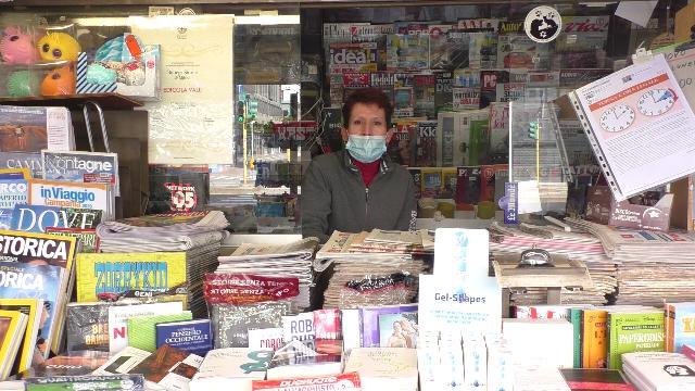 Coronavirus, gli edicolanti che resistono a Milano: