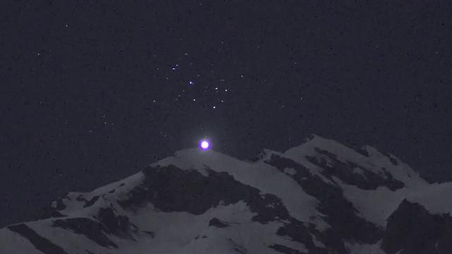 Sembra la luna ma è Venere: lo spettacolo ripreso sulle Alpi svizzere