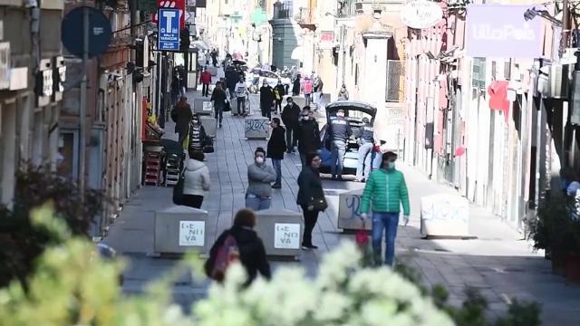 Coronavirus, a Genova le strade sono piene di gente