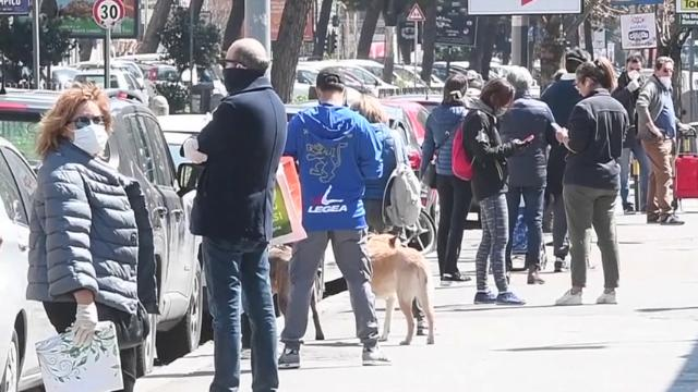 Coronavirus, a Roma le strade sono piene di gente
