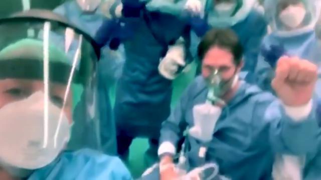 Coronavirus, il commovente video di sanitari e pazienti della rianimazione di Sestri Levante