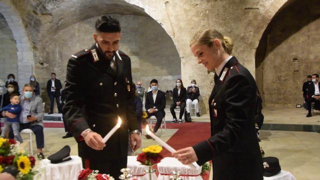 Il primo matrimonio post Covid nel Fortino di Bari è in divisa. Mascherine e gel al posto di riso e fiori