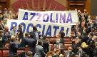 Dl scuola, caos alla Camera: Lega espone striscione contro ministra Azzolina
