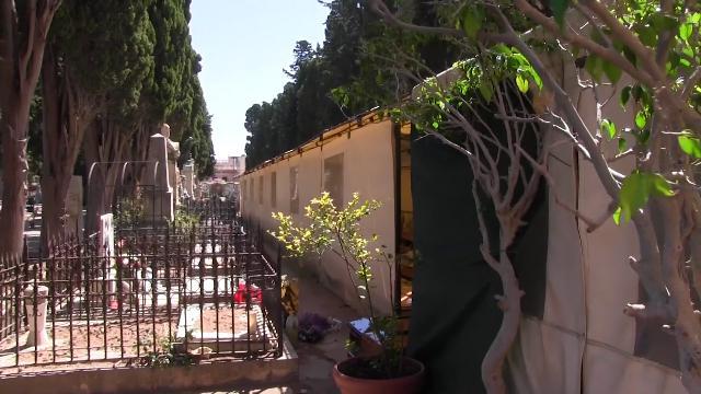Palermo, la vergogna del cimitero dei Rotoli. Il cappellano: