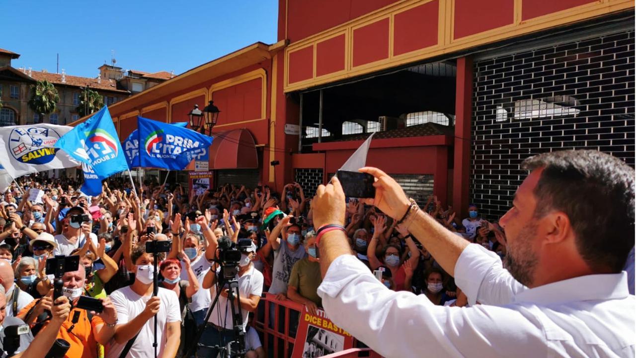 Bagno di folla per Matteo Salvini a Ventimiglia - La Stampa