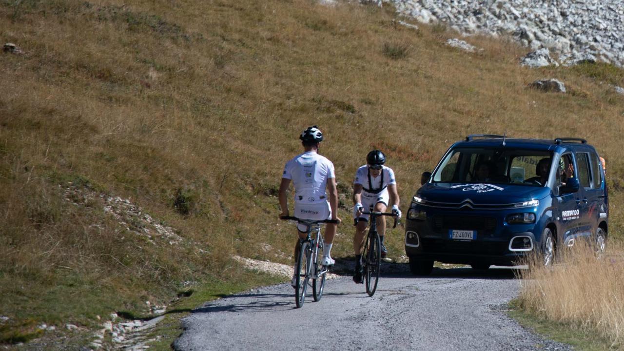 """Pedala """"al contrario"""" i 30 chilometri del Fauniera: l'impresa di Davide Rivero è nella storia"""
