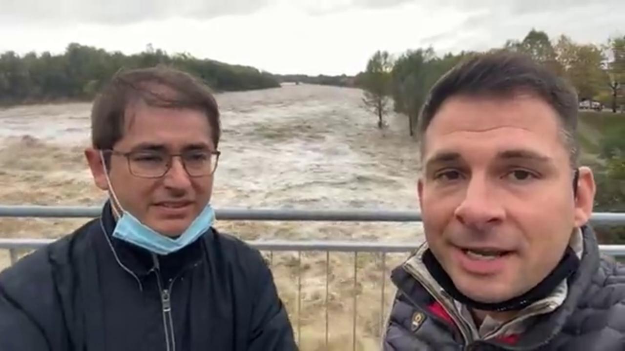 Romagnano I Sindaci In Diretta Facebook Sul Ponte Crollato Due Ore Dopo Qui Tutto Ok Si Puo