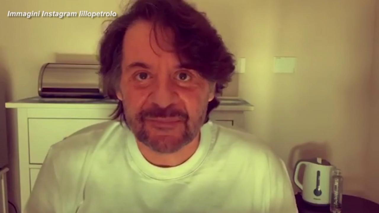 Covid, Lillo (senza Greg) dimesso dall'ospedale, videomessaggio ai fan - la  Repubblica