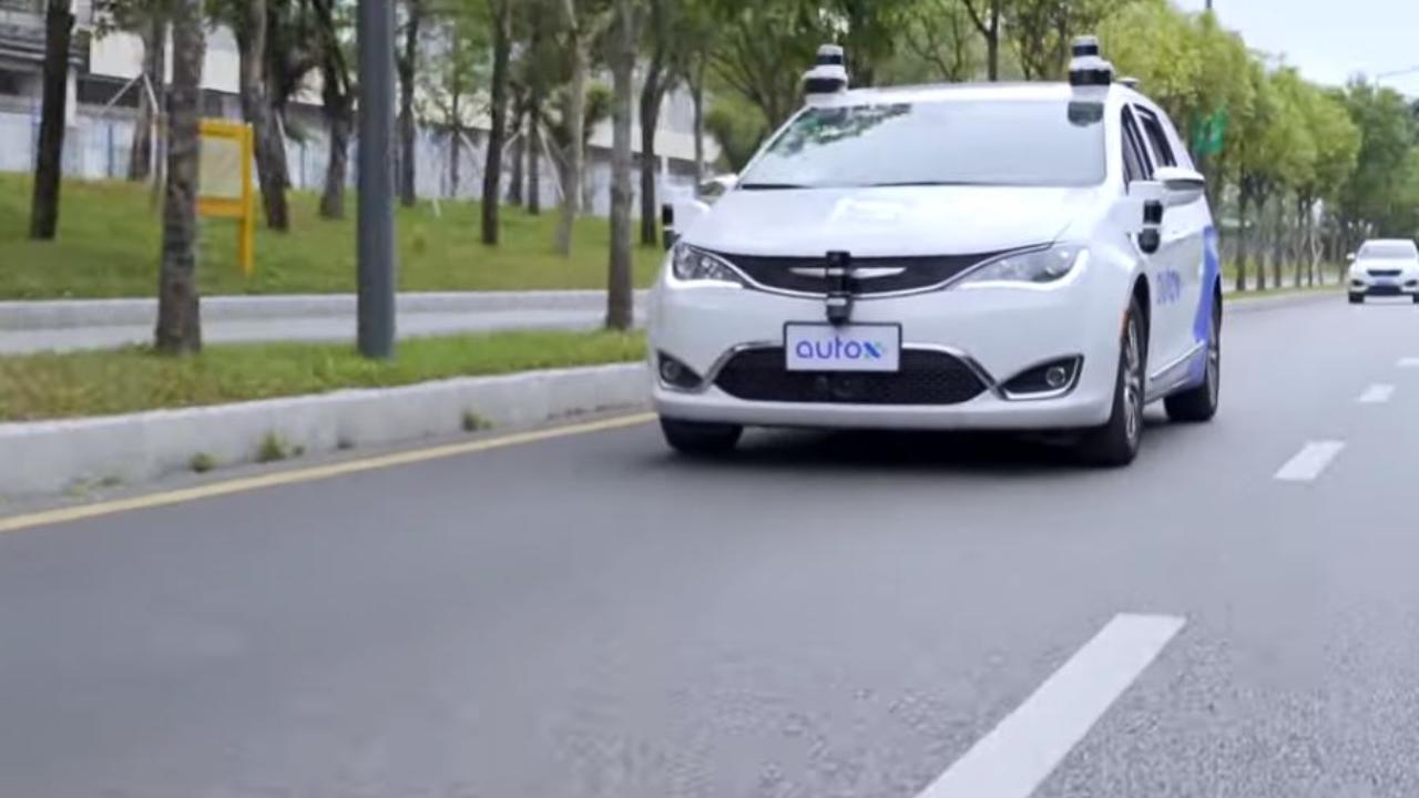 """Parte in Cina il primo servizio taxi senza conducente, con vetture """"Pacifica"""" di Fiat Chrysler: ecco come funziona"""