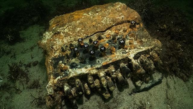 Trovata negli abissi del Mar Baltico la leggendaria macchina crittografica tedesca Enigma