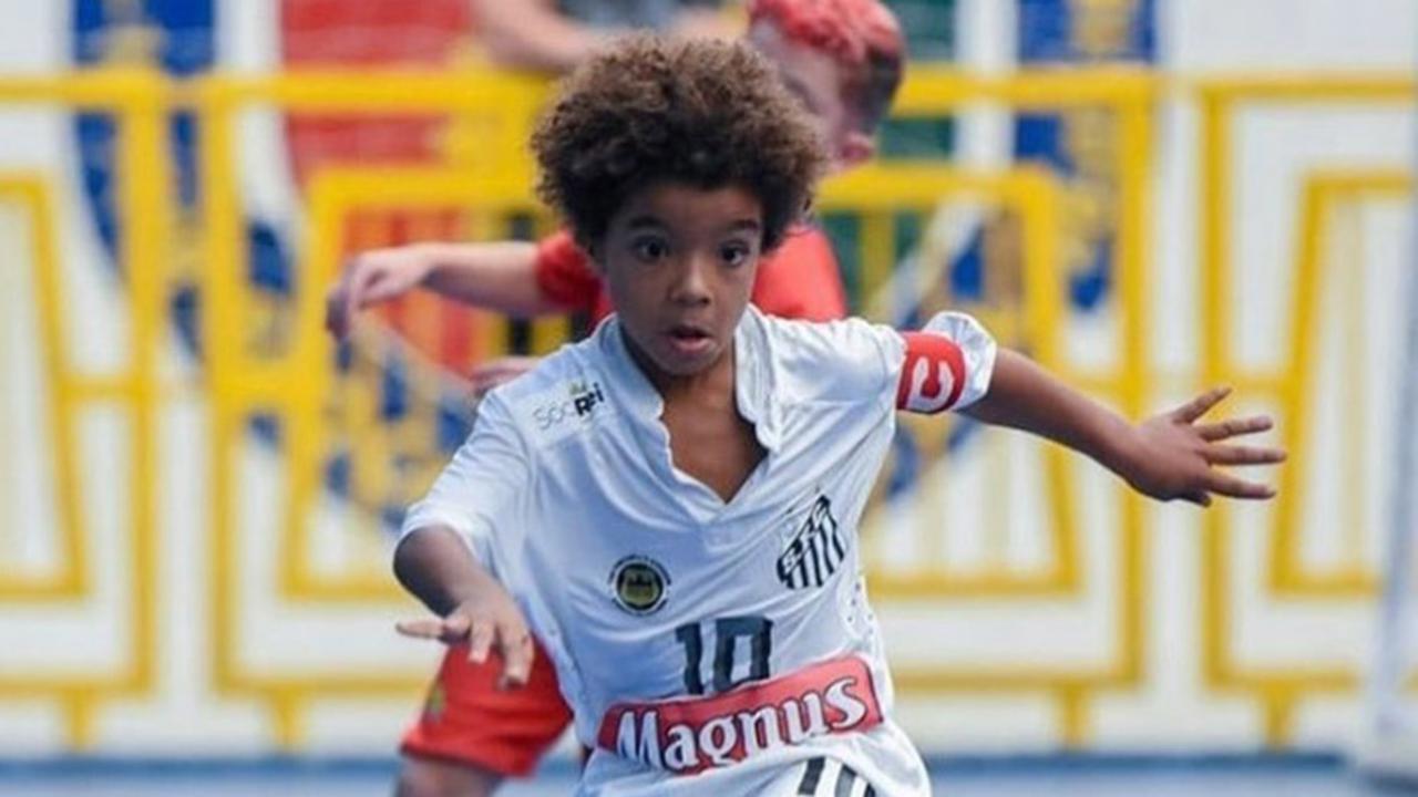 A otto anni ha già superato Messi e Neymar: chi è il fenomeno Kauan Basile