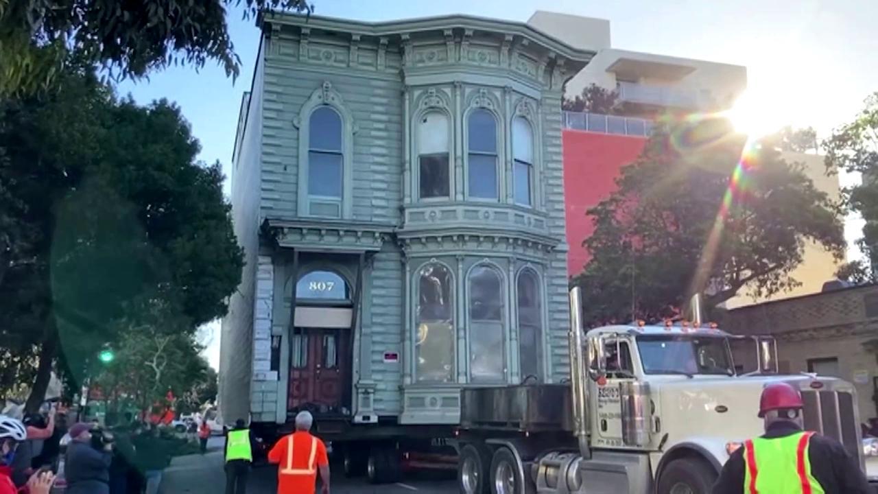 San Francisco, si trasferisce in fondo alla strada: trasloca con la casa intera