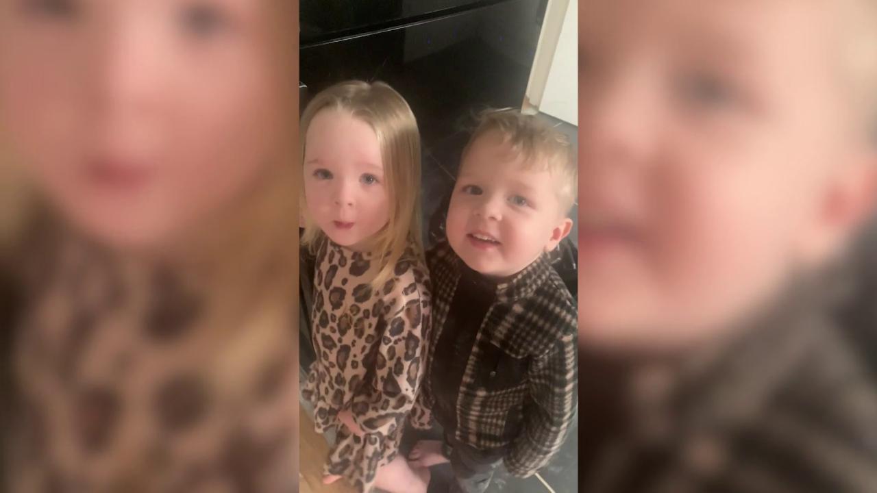 Mai lasciare soli due gemelli di tre anni: in 5 minuti il soggiorno si trasforma in un inferno per i genitori