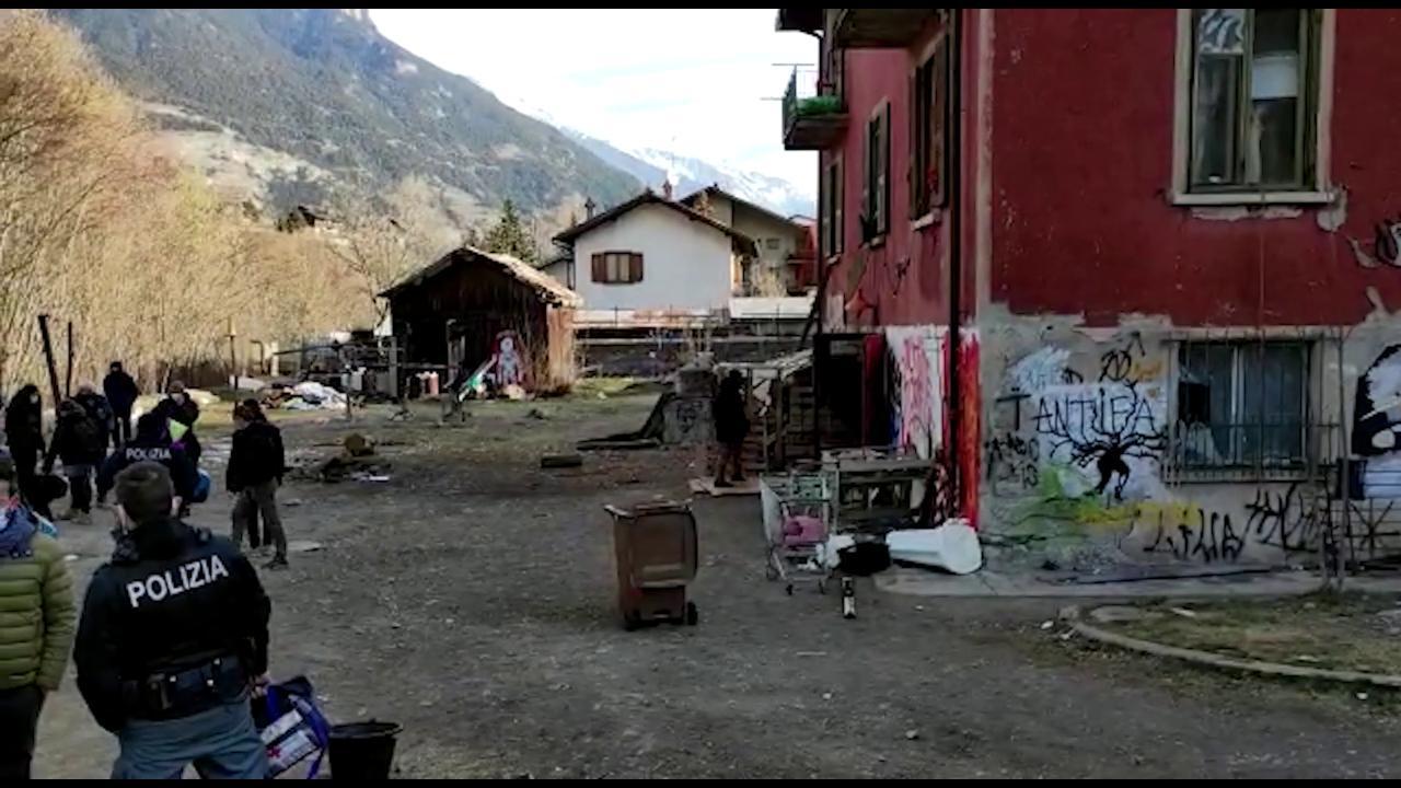 Oulx, sgombero della casa cantoniera in Valsusa usata per i migranti - la  Repubblica