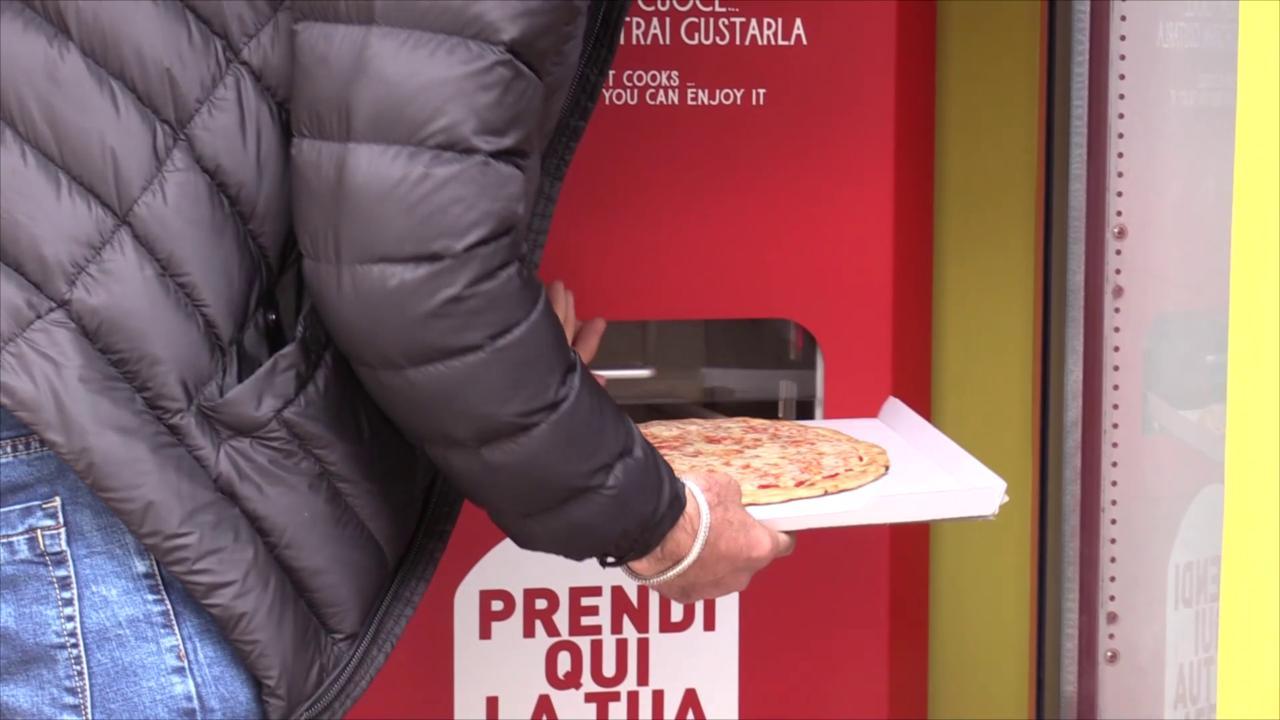 Roma, arriva la pizza automatica: il distributore la prepara in tre minuti