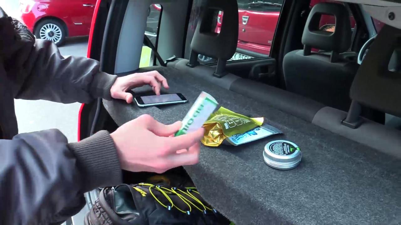 Milano, rider distribuisce la marijuana di cittadinanza: 'La regaliamo a chi ha un reddito basso'