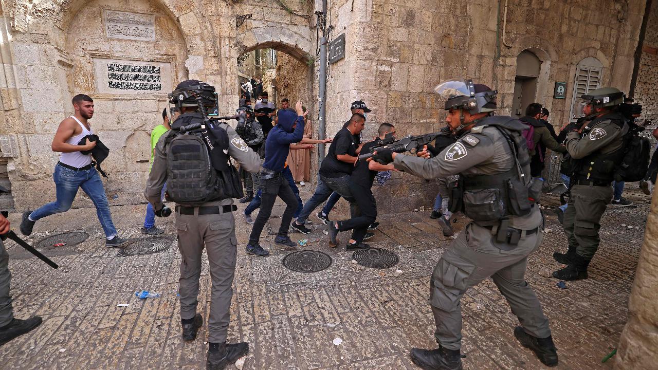 Scontri a Gerusalemme: feriti centinaia di manifestanti - La Stampa