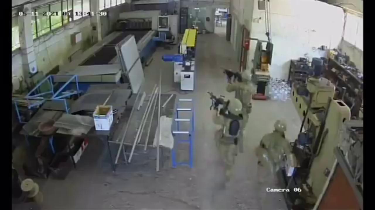 Sbagliano l'obiettivo dell'esercitazione, soldati americani fanno irruzione in una fabbrica di olio d'oliva in Bulgaria