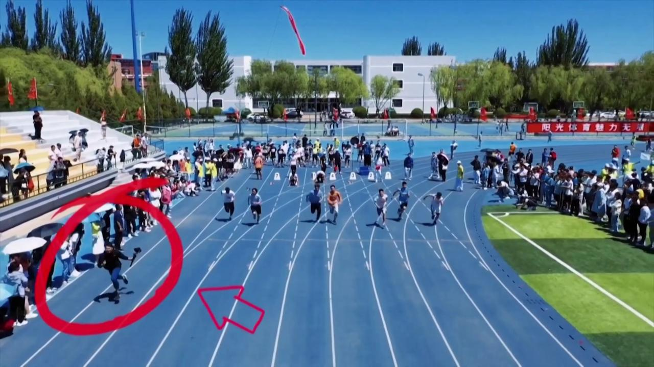 Cina, a vincere i 100 metri è il cameraman: corre più veloce di tutti gli atleti in gara