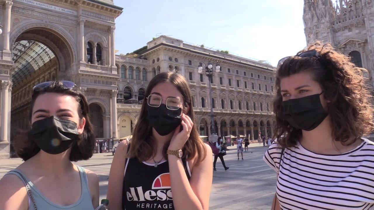 Milano, cade obbligo ma per tanti la mascherina resta: 'La teniamo per rispetto, abitudine e timore'