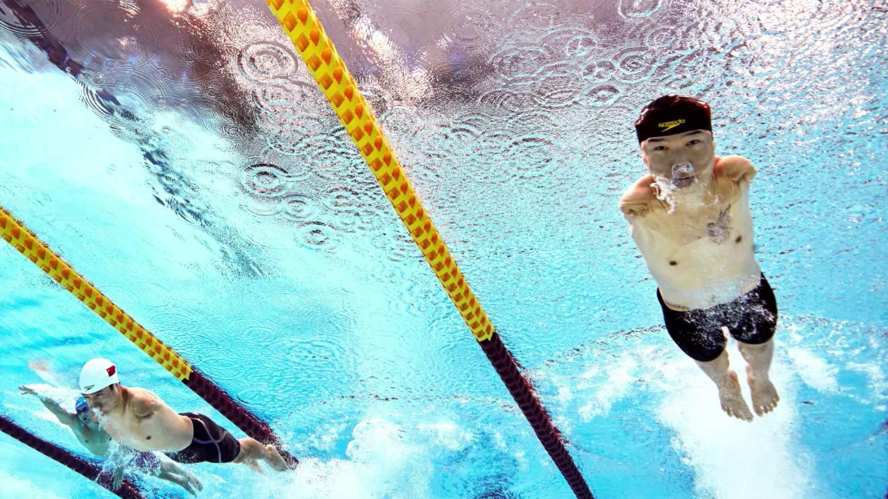Tokyo 2020, i record del nuotatore cinese senza braccia: vince 4 ori con la forza delle sole gambe