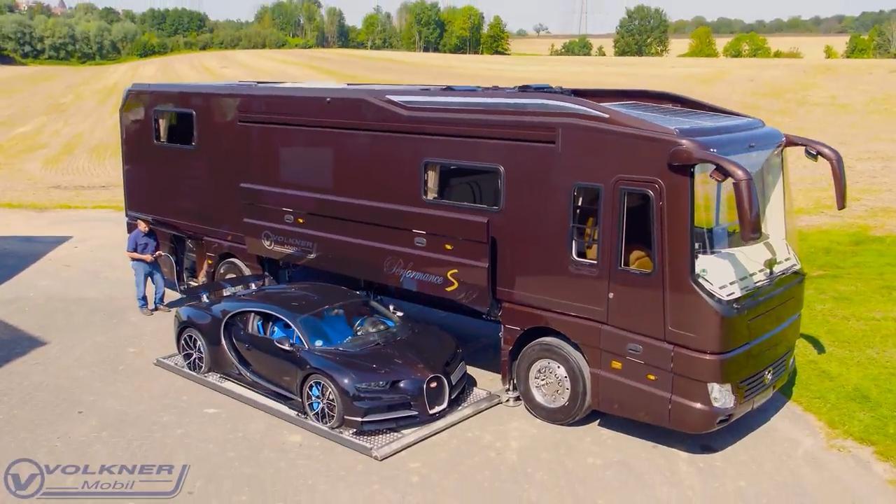 Il camper extralusso ha un garage che scivola fuori per la Bugatti da 3 milioni di dollari